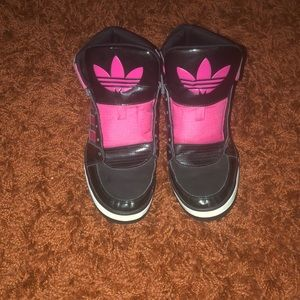 Adidas High Top Ortholite Size 6 Black and Pink